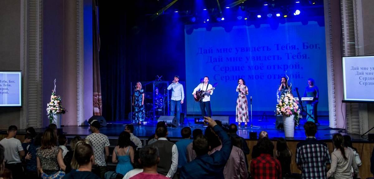 Екатеринбургская церковь временно отменяет общие собрания